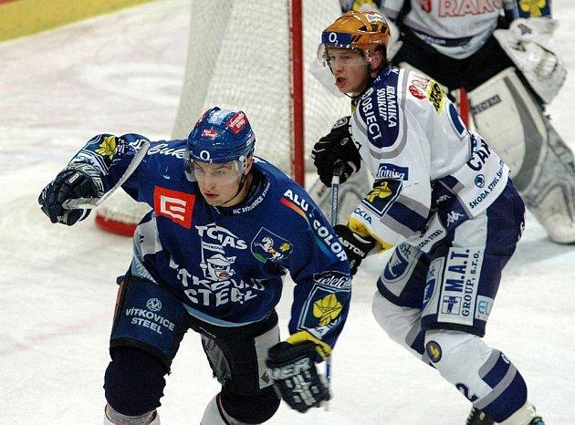Lukáš Krenželok na ilustračním snímku z utkání vítkovických hokejistů