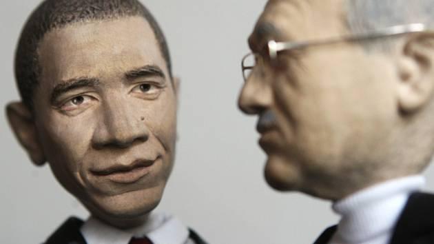 Loutky Baracka Obamy a Václava Klause.