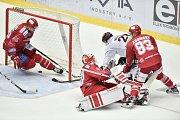 Utkání 9. kola hokejové extraligy: HC Oceláři Třinec - HC Sparta Praha, 12. října 2018 v Třinci. Na snímku (střed) Petr Vrána a Martin Adamský.