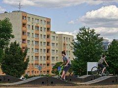 Na kole, bruslích i koloběžce. Ostrava-Jih se chlubí zbrusu novou takzvaně modulární pumtrackovou dráhou.