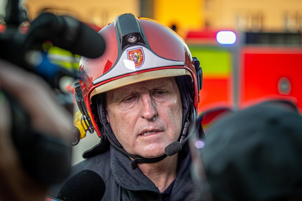 Záběry z místa tragického požáru v Bohumíně, sobota 8. srpna 2020, ředitel hasičů Moravskoslezského kraje generál Vladimír Vlček.