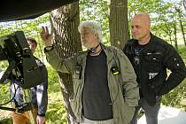 Petr Šiška, producent (vpravo) s režisérem Dušanem Rapošem při natáčení komedie Ženská pomsta. Foto: zdroj