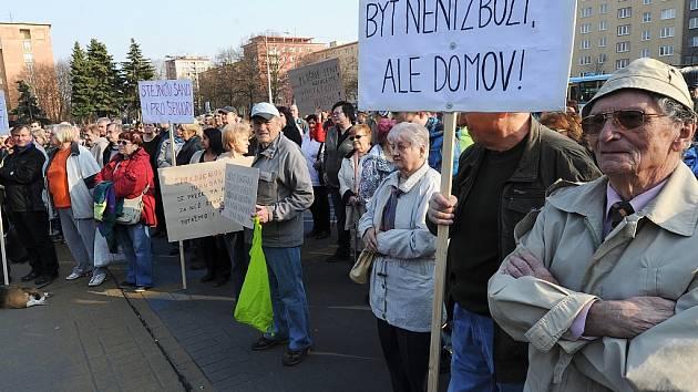 Porubané v úterý odpoledne protestovali proti způsobu privatizace obecních bytů.