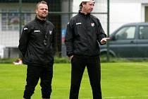Daniel Tchuř (vlevo) a trenér brankářů Vít Baránek.