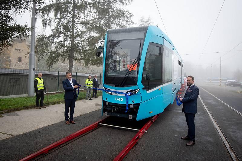 Snímek z archivu Deníku k DPO. Slavnostní převzetí čtyřicáté tramvaje Stadler nOVA, 23. října 2019 v Ostravě.