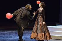 Thomas Weinhappel (Hamlet) a Janja Vuletic (Gertruda) na zkoušce opery Hamlet.