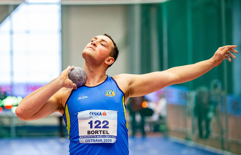 Halové mistrovství ČR mužů a žen v atletice, 23. února 2020 v Ostravě. Vrh koulí Tomáš Bortel (Atletický klub Emila Zátopka Kopřivnice).