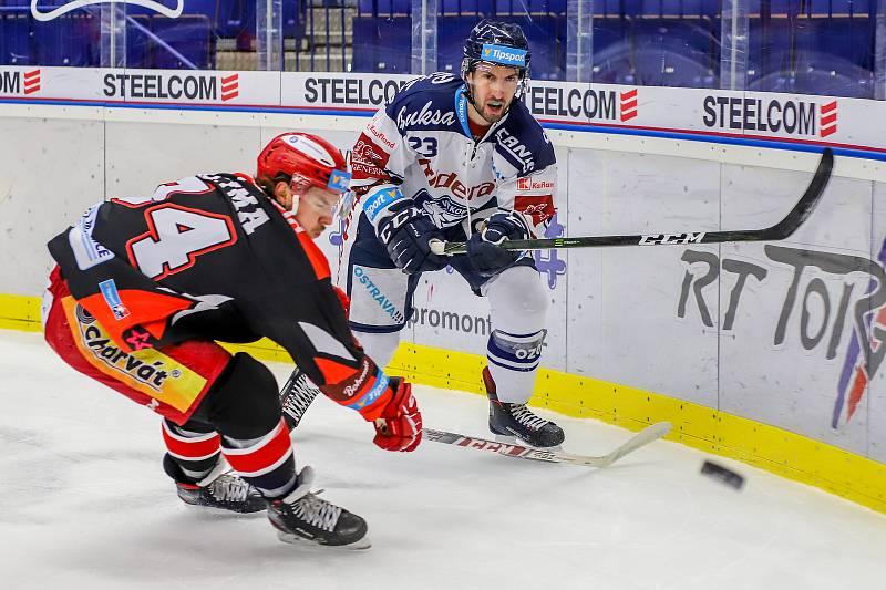 Utkání 39. kola hokejové extraligy: HC Vítkovice Ridera - Mountfield Hradec Králové, 24. ledna 2020 v Ostravě. Na snímku (zleva) Kevin Klima, Ondřej Roman.