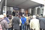 Setkání prezidenta Miloše Zemana s občany na Prokešově náměstí v centru Ostravy. Na snímku projev primátora Ostravy Petra Kajnara.