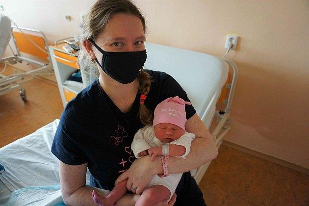 Babyboom se sice nekonal, ale Veronika patřila klidem, kteří za jarního nouzového stavu na sebe měli více času… a narodila se jí dcera Kačenka.