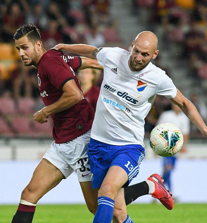 Dávid Hancko ze Sparty a Tomáš Smola z Baníku - FORTUNA:LIGA - Skupina o titul - 2. kolo, AC Sparta Praha - FC Baník Ostrava, 23. června 2020 v Praze.