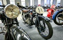 Výstava historických motocyklů na Černé louce.
