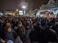 Atmosféra na akci Česko zpívá koledy s Deníkem je vždy kouzelná a přitahuje hodně zájemců, což dokazuje i tento snímek.