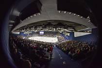 Hokejový duel seriálu Euro Hockey Tour Česko - Rusko před vyprodanou halou v Ostravě skončil pro domácí tým prohrou 2:4.