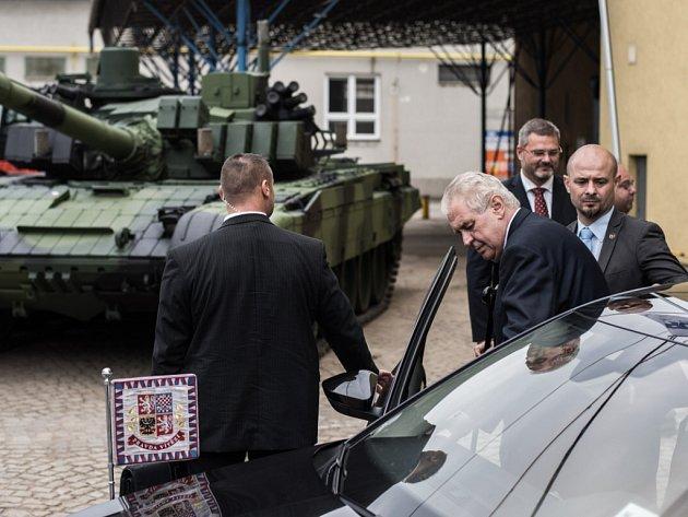 Návštěva prezidenta Miloše Zemana ve společnosti VOP CZ v Šenově u Nového Jičína.