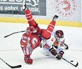 Utkání 9. kola hokejové extraligy: HC Oceláři Třinec - HC Sparta Praha, 12. října 2018 v Třinci. Na snímku (vlevo) Tomáš Marcinko a Zach Sill.