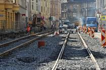 Pokládka kolejí na dopravní tepně v centru Ostravy se obešla bez komplikací. Tramvaje po nich začnou jezdit už 31. srpna.