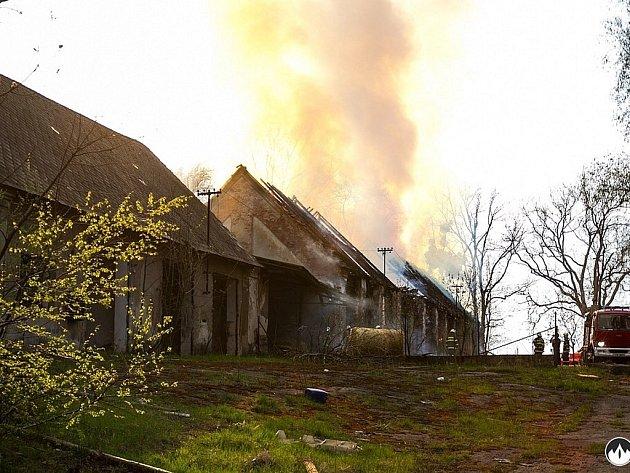 Požár stodoly se slámou v Příboře-Hájově