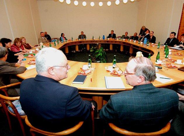 Účastníci jednání o zlepšení čistoty ovzduší v Ostravě