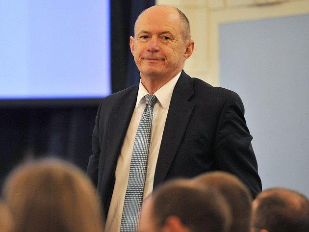 Ostravská univerzita má nového rektora. Stal se jím jednašedesátiletý lékař Jan Lata.
