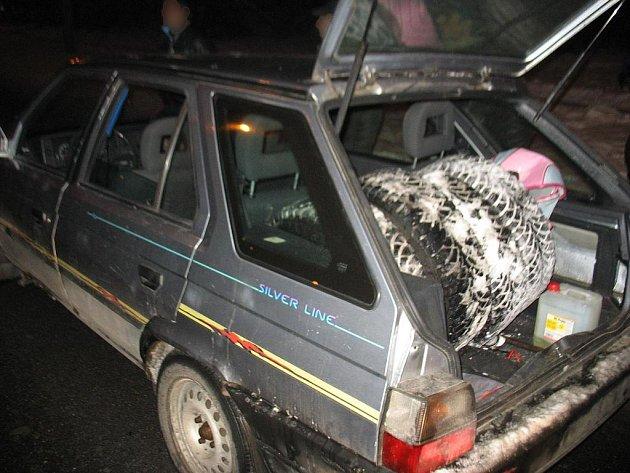 Kola Škody Octavie skončila v zavazadlovém prostoru auta zlodějů.