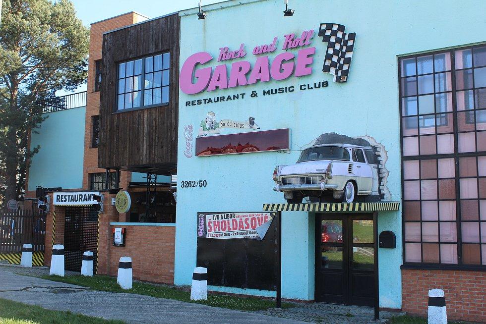 Rokenrolový Garage Club v Martinově.