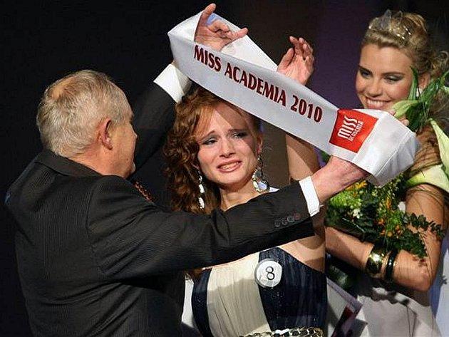 Nejkrásnější vysokoškolačkou v České republice je pro letošní rok Kateřina Kubačková, která studuje na Ostravské univerzitě.