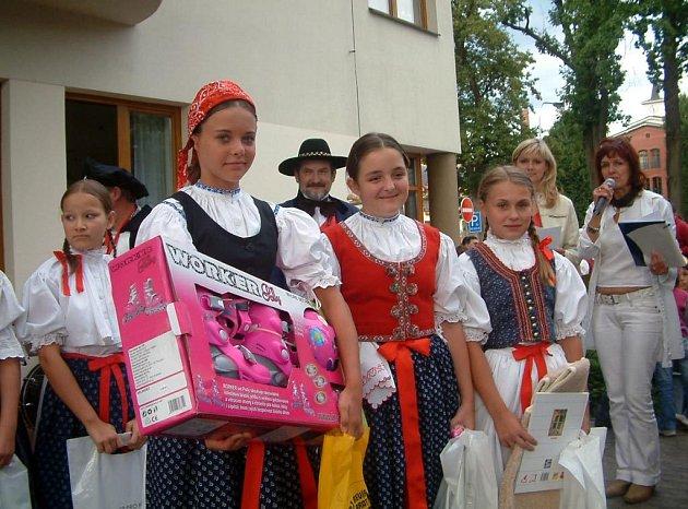 Vítězka Barbora Žáková, druhá Eva Ferencováa třetí Hana Horylová (zleva)