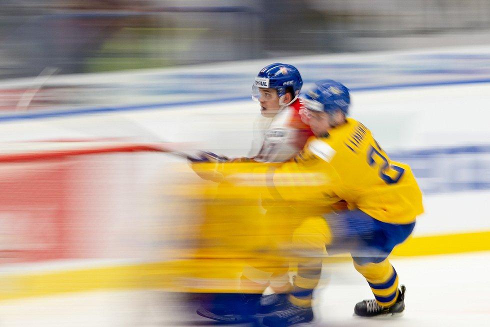 Mistrovství světa hokejistů do 20 let, čtvrtfinále: ČR - Švédsko, 2. ledna 2020 v Ostravě. Na snímku (zleva) Michal Teply a Nils Lundkvist.