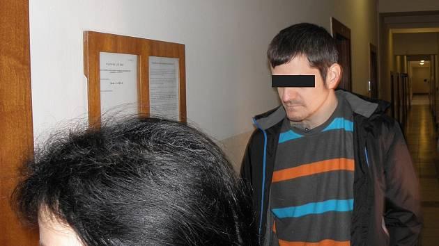 Obžalovaný (na snímku z jednání z roku 2016) ve čtvrtek k soudu nedorazil.