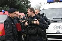 Do míst zasažených povodní v sobotu odjela speciální pořádková jednotka moravskoslezské policie. Ochránci zákona budou pomáhat svým kolegům v Ústeckém kraji, kde již bylo zaznamenáno rabování.