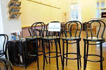 Literární kavárna Academia v centru je uzavřena. Knihkupectví věří, že brzy najde nové provozní.
