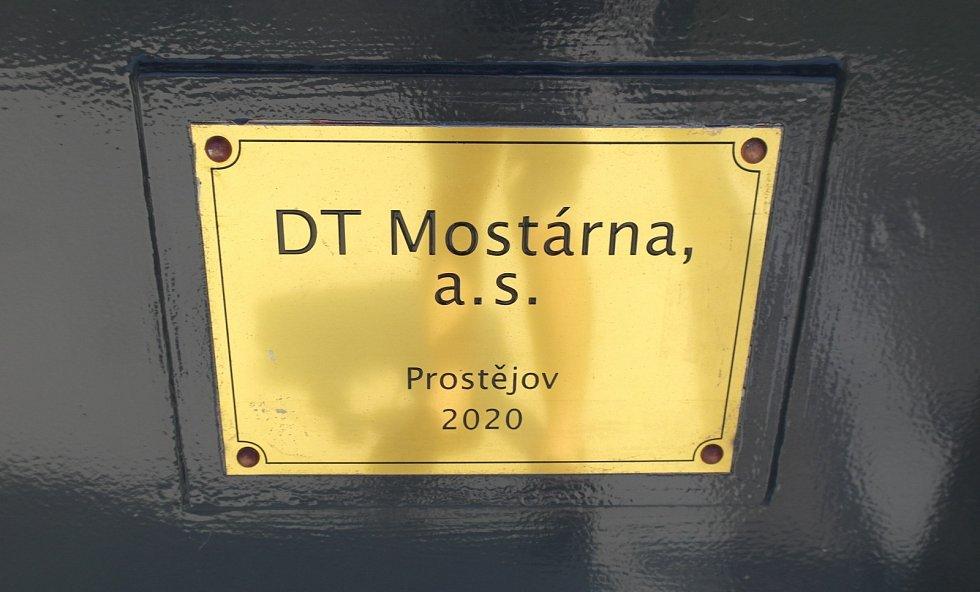 Lávka Richtárka nad dokončeným úsekem Prodloužené Rudné v Ostravě.