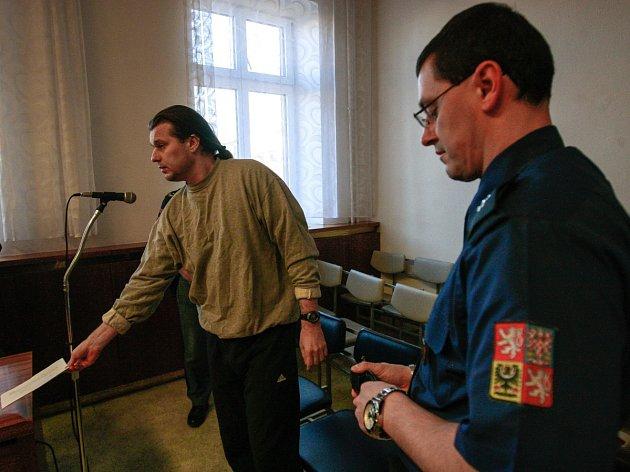 Před ostravským krajským soudem vúterý stanul Vlastimil Hýža – údajný obchodník smedikamenty.