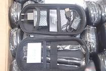 Celníci zajistili padělky elektronických cigaret i vonných esencí.