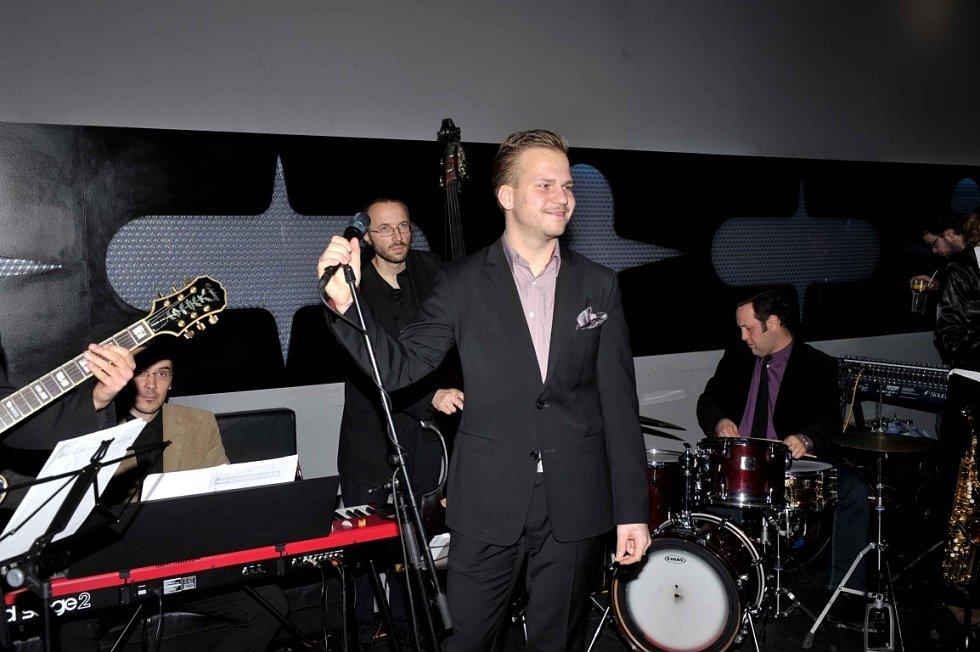 Novou desku zpěváka Martina Chodúra pokřtil v uplynulých dnech podnikatel Aleš Buksa.