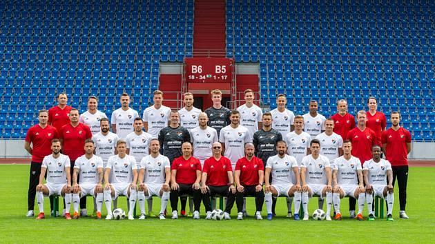 Fotbalisté a členové realizačního týmu FC Baník Ostrava se fotografovali 9. července 2019 v Ostravě před začátkem nové ligové sezony.