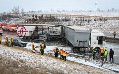 Hromadná nehoda na dálnici D1 v úseku mezi Butovicemi a Hladkými Životicemi na Novojičínsku.