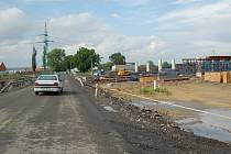 Rozestavěná část dálnice D 47 mezi Bohumínem a polskou státní hranicí má být hotova až v roce 2012. Dva roky zpoždění oproti původnímu plánu vyvolávají bouři nevole.