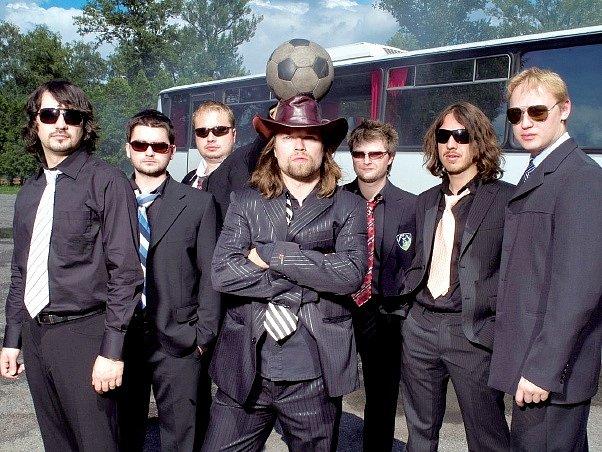 Skupina Kryštof. Její členové si rozhodně nemohou naříkat na nepřízeň publika. V létě hodně koncertují a chystají nové cédéčko.