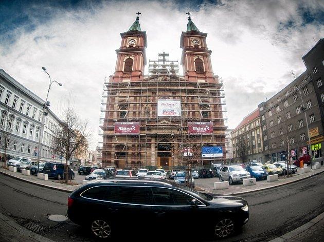 Katedrála Božského Spasitele v centru Ostravy.
