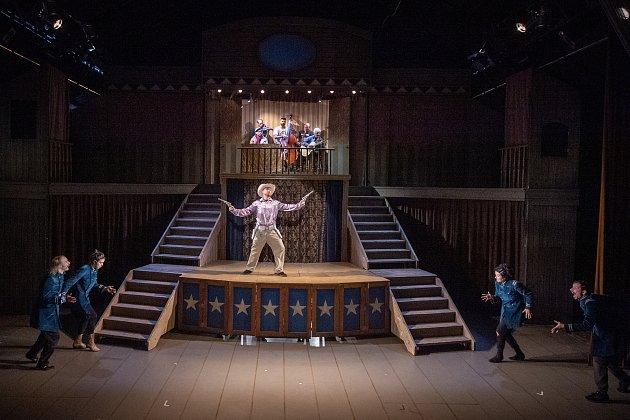 Zkouška představení Deadtown divadla bratří Formanů vOstravě.