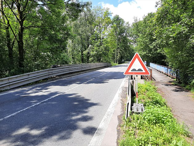 Na problematický úsek mezi Stříteží a Rakovcem ještě vloni upozorňovaly dopravní značky. Foto: ŘSD