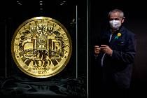 V muzeu pokračuje výstava největší zlaté mince světa.