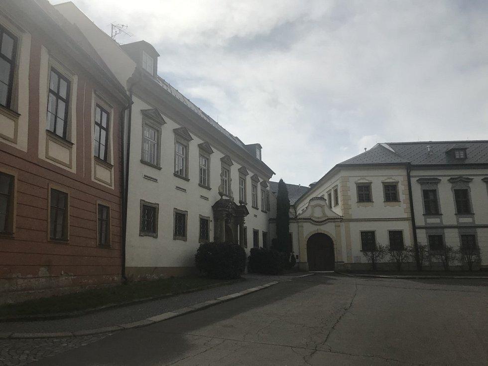 Na ulici Křížkovského.