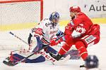 Čtvrtfinále play off hokejové extraligy - 3. zápas: HC Vítkovice Ridera - HC Oceláři Třinec, 24. března 2019 v Ostravě. Na snímku (zleva) brankář Vítkovic Patrik Bartošák, Martin Růžička.
