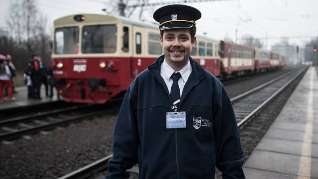 Na snímku strojvedoucí Ladislav Antalec ze Slezského železničního spolku.