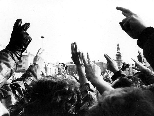 Archivní snímky zrevolučních událostí listopadu 1989.