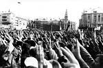 Archivní snímky z revolučních událostí listopadu 1989.