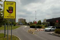 Varovná dopravní značka.